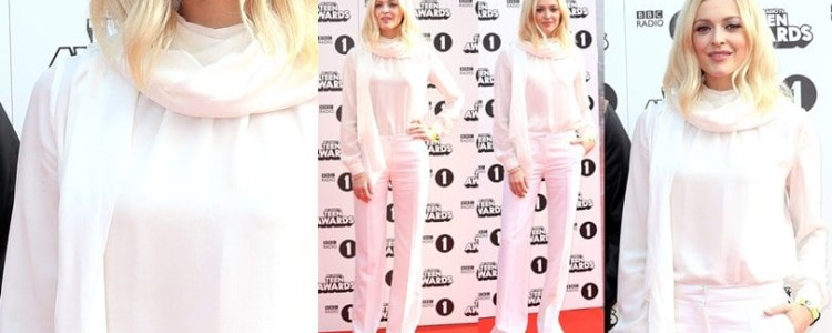 Do You Approve of This All-White Scarf Style from Fearne Cotton?