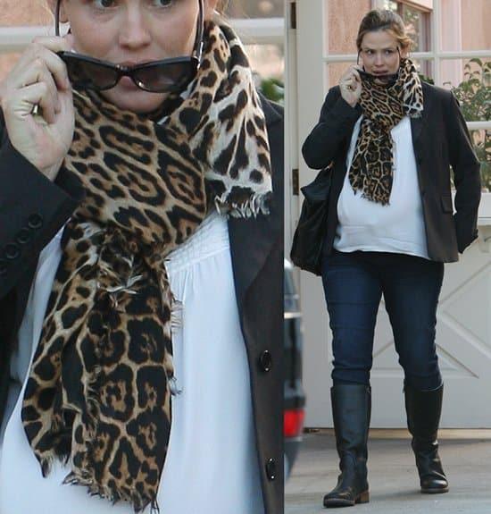 Jennifer Garner shopping in Brentwood on February 1, 2012