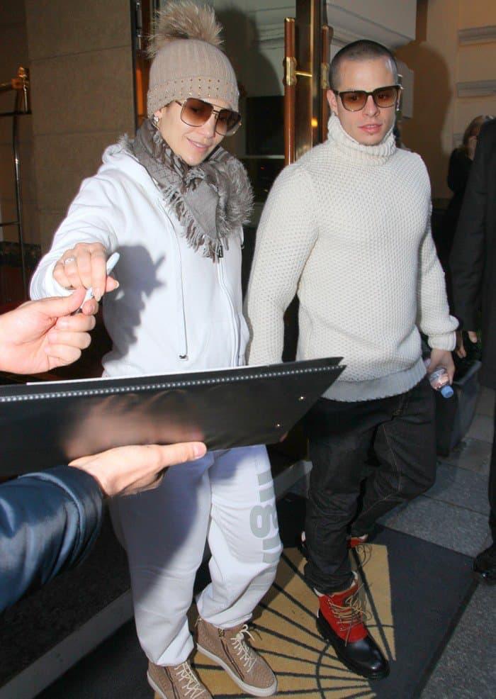 Jennifer Lopez signs autographs after her concert in Munich on October 25, 2012