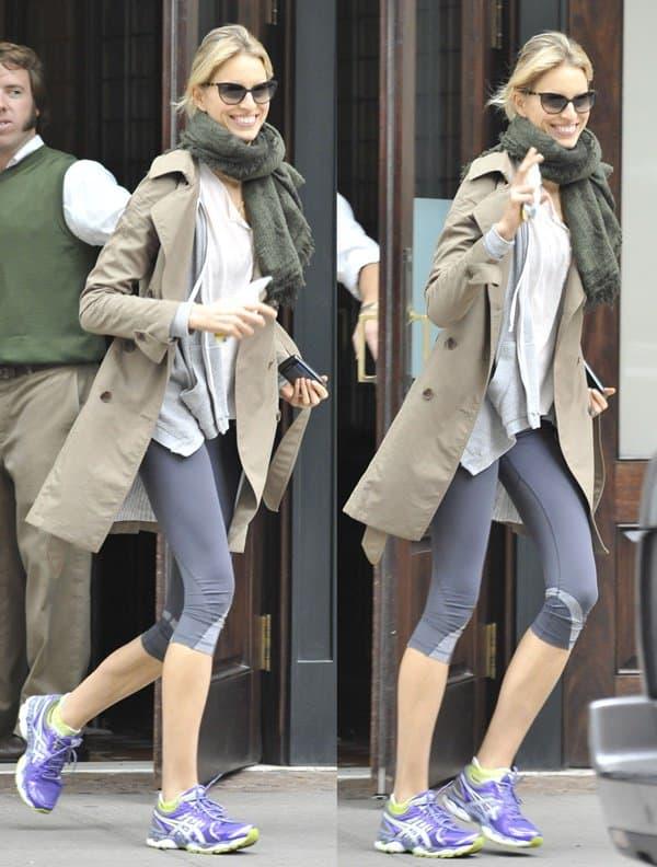 Karolina Kurkova heads out for a run in Manhattan, New York on October 24, 2012