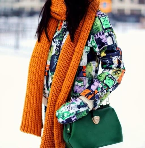 Aibina shows off her stunning orange scarf and green handbag