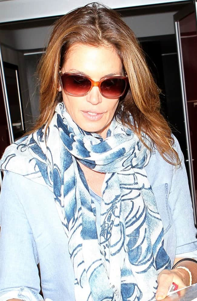 Cindy Crawford was effortlessly fabulous in a spring-appropriate attire that included blue-infused pieces