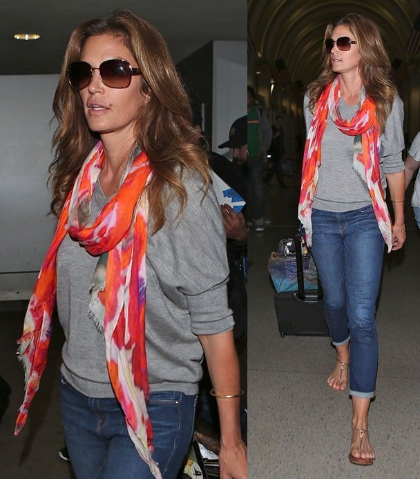 Cindy Crawford wore a pair of sunglasses for added drama, plus a gorgeously printed scarf