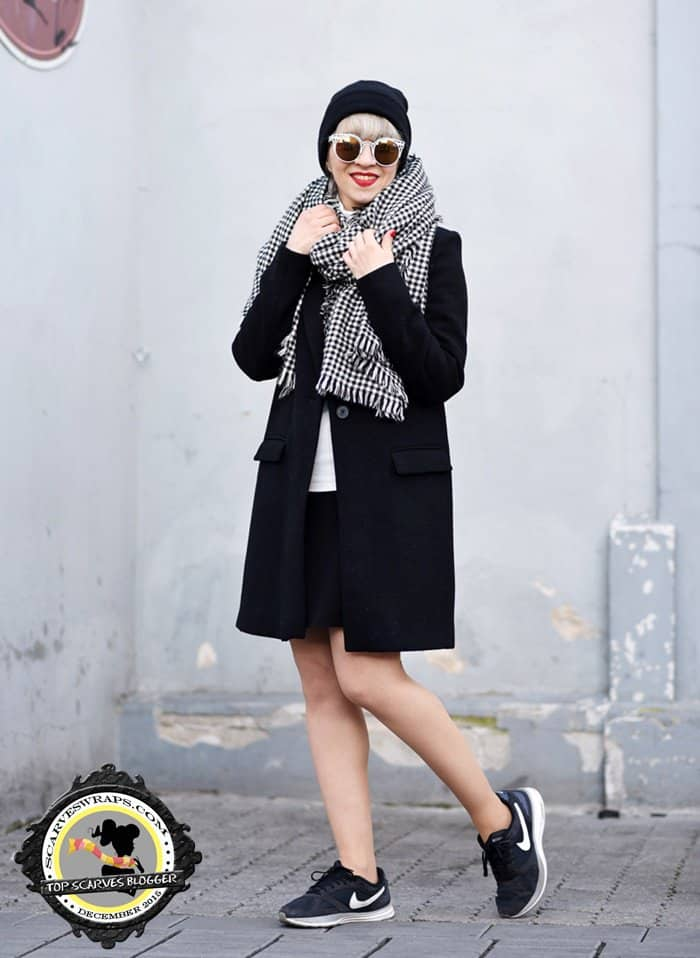 Esra shows how to wear black and white in winter