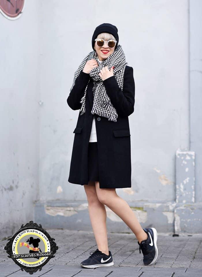 outfit-coat-black-masculine-nachgesternistvormorgen-fashionblogger-modeblog-muenchen-nike-classic-beanie-sporty-trends-2