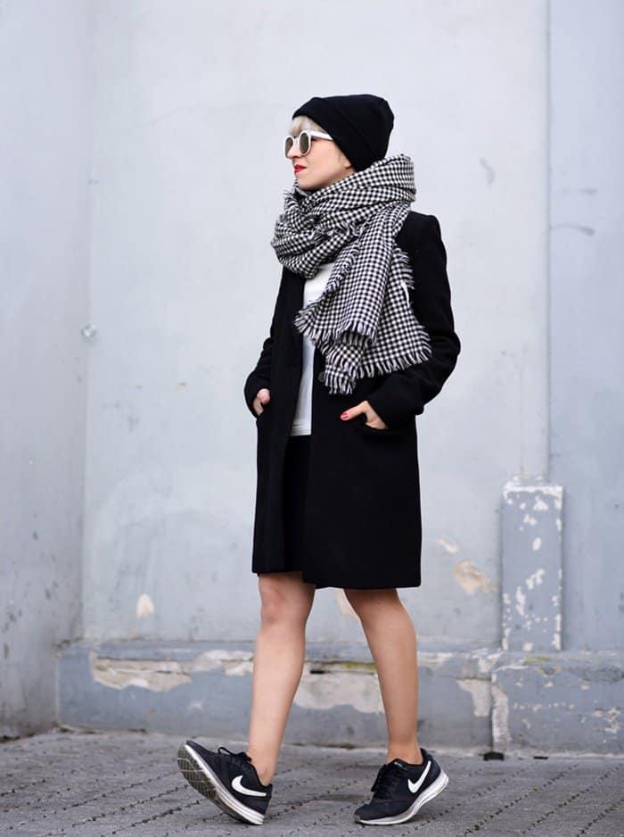 outfit-coat-black-masculine-nachgesternistvormorgen-fashionblogger-modeblog-muenchen-nike-classic-beanie-sporty-trends